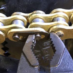 Installing master link clip